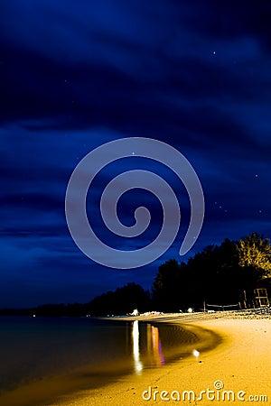 Praia na noite