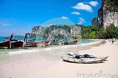 Praia tropical, mar de Andaman, Tailândia