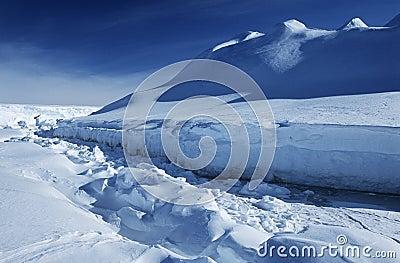 Prateleira de gelo de Riiser Larsen do mar da Antártica Weddell