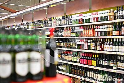 Prateleiras Com Vinhos Na Loja