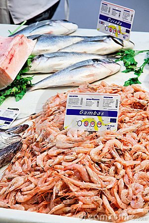 Prawns and black sea bass on sale in Granada