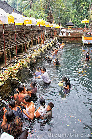 Prayers at Puru Tirtha Empul temple Editorial Photography