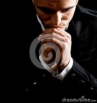 Praying do homem de negócios