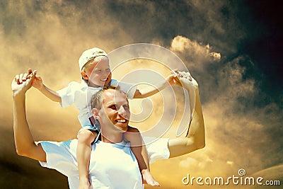 Père et fils joyeux