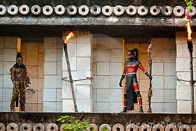 Pre-Hispanico Mayans en la selva Foto editorial