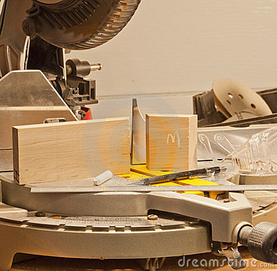 Precision Miter Saw Cuts in Woodworking