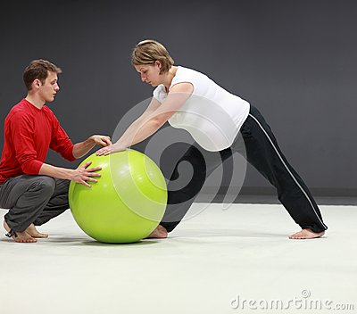 Pregnant woman + personal trainer training