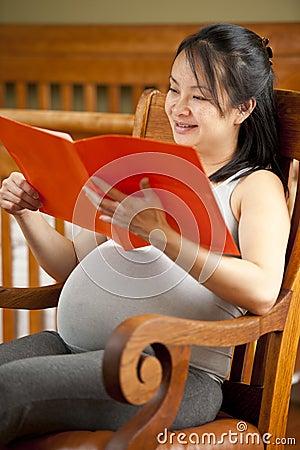 Pregnant woman reading