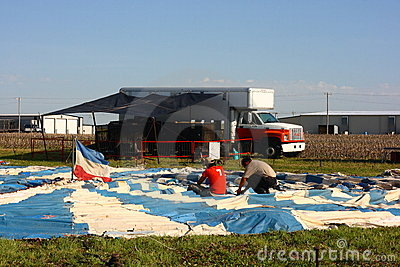 Preparación de la tienda de circo Imagen de archivo editorial