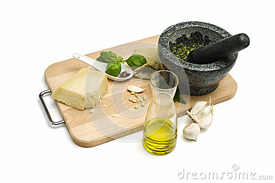 Preparation of green pesto sauce