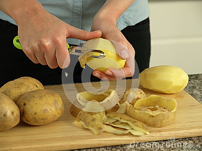 Preparing potatoes