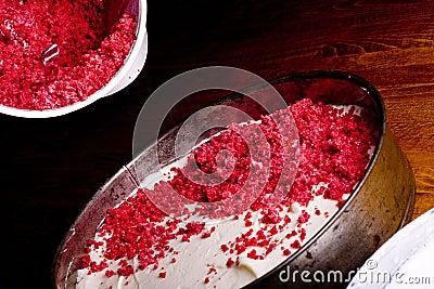 Preparing raspberry cake