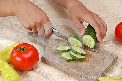 Preparing vegetable salad