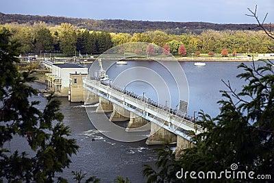 Presa en el río de Illinois