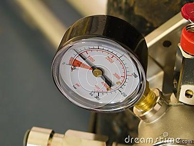 Pressure gauge on tank