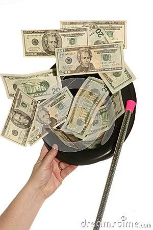 Preste atenção ao dinheiro sair de meu chapéu