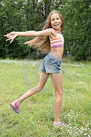 preteen-girl-running-10367052.jpg300
