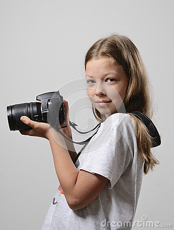 Preteen girl with the slr camera