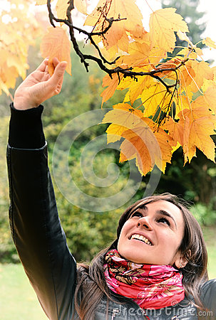 Free Pretty Girl In Autumn Backogrund Royalty Free Stock Images - 27890749
