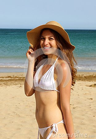 Free Pretty Lovely Girl With Straw Hat And White Bikini Happy On The Beach. Cheerful Young Adult Model Looking At The Camera On Canary Royalty Free Stock Images - 115178589