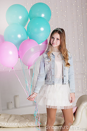 Free Pretty Teenager Girl With Many Blue And Pink Balloons Stock Image - 67887661