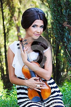 Pretty violonist
