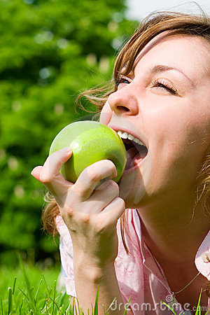 Free Pretty Woman Eating Green Apple Royalty Free Stock Images - 5708089