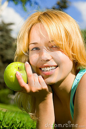 Free Pretty Woman Eating Green Apple Royalty Free Stock Photography - 6695047