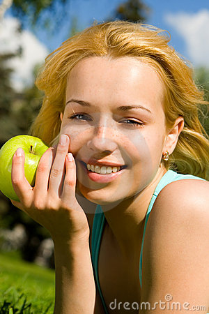 Free Pretty Woman Eating Green Apple Stock Photography - 7951442