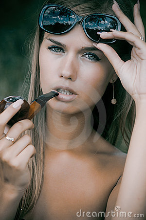 Pretty woman smoke tobacco-pipe