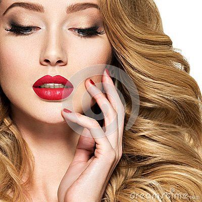 Free Pretty Woman With Long Hair And Red Nails Royalty Free Stock Photos - 125021498
