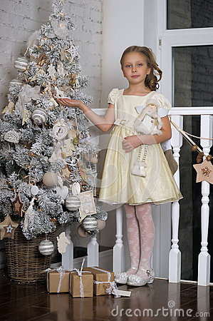 Free Pretty Young Girl Dreaming Of Christmas Stock Photo - 36210770