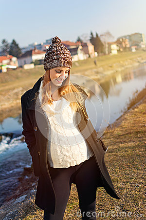 Free Pretty Young Pregnant Woman Standing By The River Stock Images - 38696804