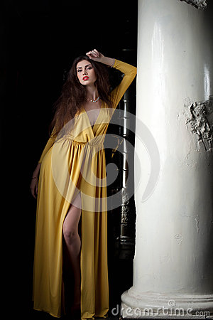 Free Pretty Young Woman Posing Near Column Royalty Free Stock Images - 28999979