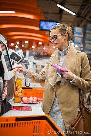 Free Pretty, Young Woman Shopping For Some Fruit And Smoothie Royalty Free Stock Photos - 85904978
