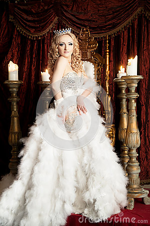 Free Pride Gorgeous Queen With Crown And Throne. Palace Royalty Free Stock Photos - 82304238