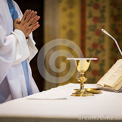 Free Priest During A Wedding Ceremony Stock Photography - 25387232