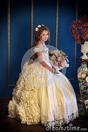 Free Princess In A White Dress Retro Royalty Free Stock Photo - 62472735