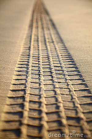Print of a tyre tread on a sand