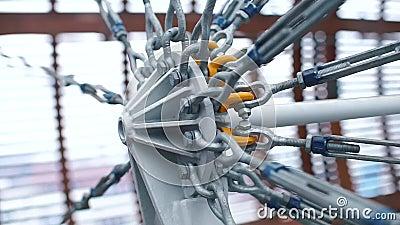 Producto de ingeniería Muchos cables están atados a la estructura metrajes
