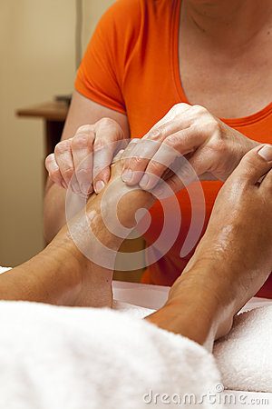 how to give a professional foot massage