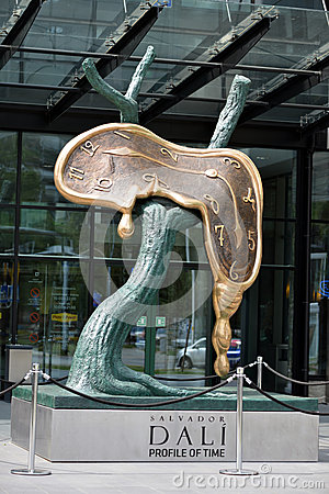 Profil de sculpture en Salvador Dali de temps Image éditorial