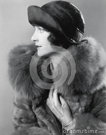 Free Profile Of An Elegant Woman In A Fur Coat And Satin Hat Royalty Free Stock Photo - 52023665