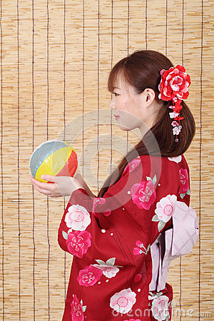 Profilo di giovane donna asiatica