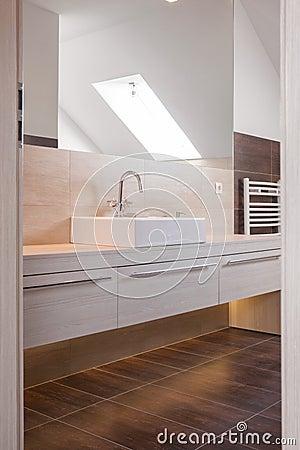 Progettazione beige e marrone del bagno fotografia stock - Bagno beige e marrone ...