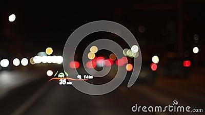Projektionen på en bils vindruta Bildskärm med huvud lager videofilmer