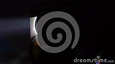 Promień od światło reflektorów w zmroku zdjęcie wideo
