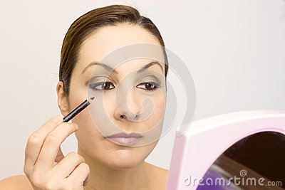 The proper way to apply makeup