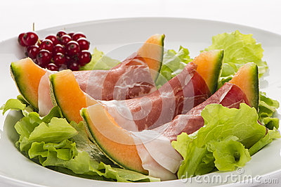 Prosciutto, melon, salad leaf and currants