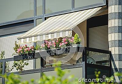 protection du soleil de tente de balcon photo stock image 68287778. Black Bedroom Furniture Sets. Home Design Ideas